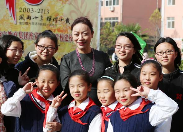 王玉芬董事长接受学校小记者采访