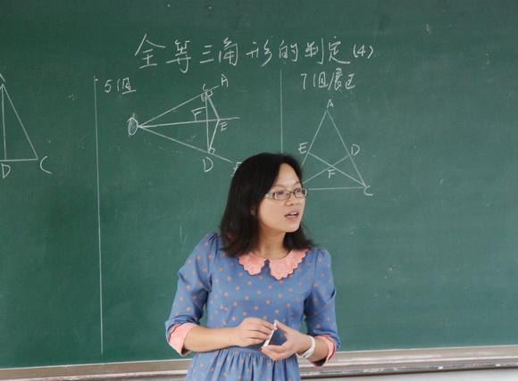 我开学了作文400字_我的数学老师(400字作文)-