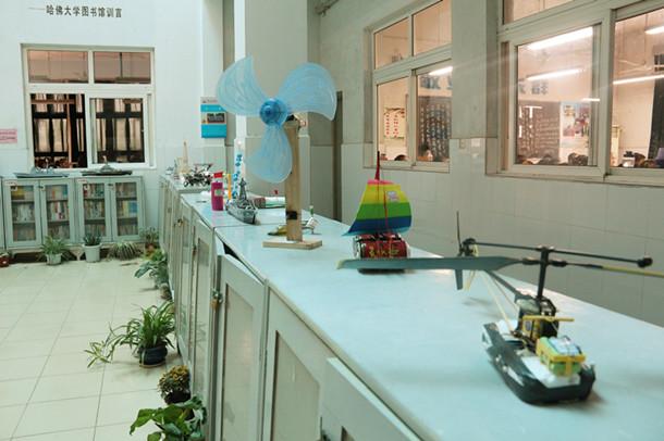 科技小制作活动和科技模型活动优秀作品展区