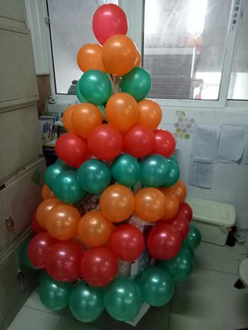 曙光小学部举行英语节系列活动之创意圣诞树制作竞赛