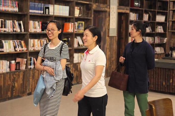 林凯文教育基金会理事长余桂芳访问翔宇中学图片
