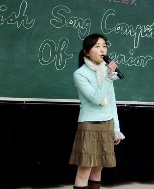英语歌曲比赛、高三年级英语单词比赛,又有英语黑板报评比、高清图片