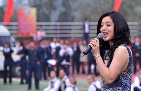友情嘉宾:总政歌舞团 白雪-图说淮安外国语学校十周年庆典